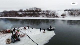 روسيا: تحويل قطعة من الجليد إلى قارب !!
