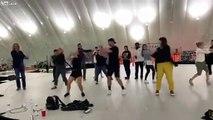 Shakira vous montre comment faire sa danse du Super Bowl !