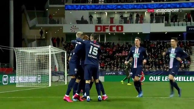 """47 secondes de jeu, centre de Bakker et """"csc"""" de Lautoa :  L'improbable ouverture du score du PSG"""