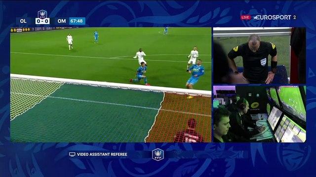 Le penalty est accordé par le VAR... et arrêté par Pelé