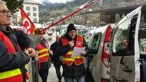 Visite d'Emmanuel Macron à Chamonix : les syndicalistes manifestent