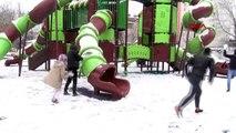 Adıyaman'da 3 yıl sonra yağan kar eğlencesi