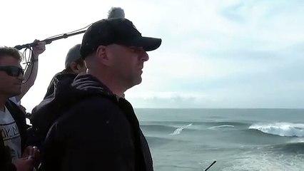 Violent accident de surf pour Alex Botelho pris entre deux vagues