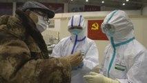 Las autoridades chinas rebajan la cifra de muertos por el coronavirus tras detectar errores