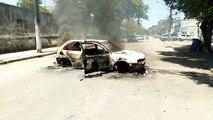 Carro incendiado por criminosos no bairro Itararé, em Vitória