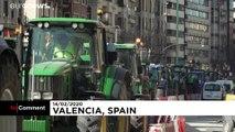 Les agriculteurs protestent et bloquent Valence