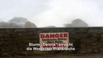 """Sturm """"Dennis"""" trifft auf Küste in Frankreich"""