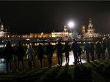 11.000 Teilnehmer bilden Menschenkette in Gedenken an die Kriegsopfer