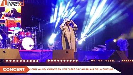 John Yalley chante en live  «Lélé Dji» au palais de la culture