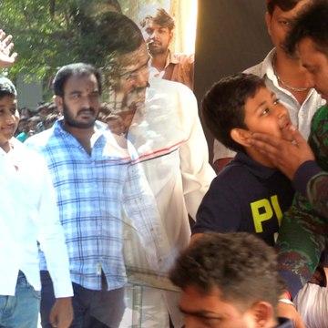 ಮಗನಿಗೆ ಪ್ರೀತಿಯಿಂದ ಕೆನ್ನೆಗೆ ಹೊಡೆದ ಡಿ ಬಾಸ್ | Darshan | D Boss |  Filmibeat Kannada