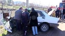 Manisa elektrik direğine çarpan otomobilde sürücü yaralandı