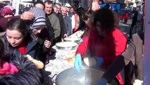Kütahya simav'daki şölende 1 ton hamsi dağıtıldı