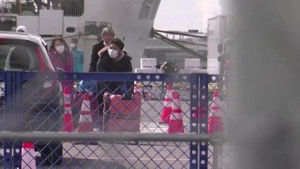 Quarantined passengers disembark ship in Japan
