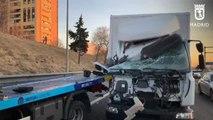Arrollados por un camión un conductor que había sufrido un pinchazo en su vehículo y el gruista que le asistía