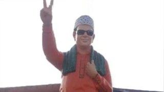 MGR Statue also changed to saffron colour| எம்.ஜி.ஆர் சிலைக்கு பூசப்பட்ட காவி சாயம்