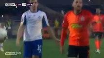 LE FRÈRE A CRAQUÉ ET IL A RAISON Scène révoltante lors de Chakhtar-Dynamo Kiev, Taison a été expulsé après avoir tiré en direction d'une tribune d'où provenaient des cris racistes.