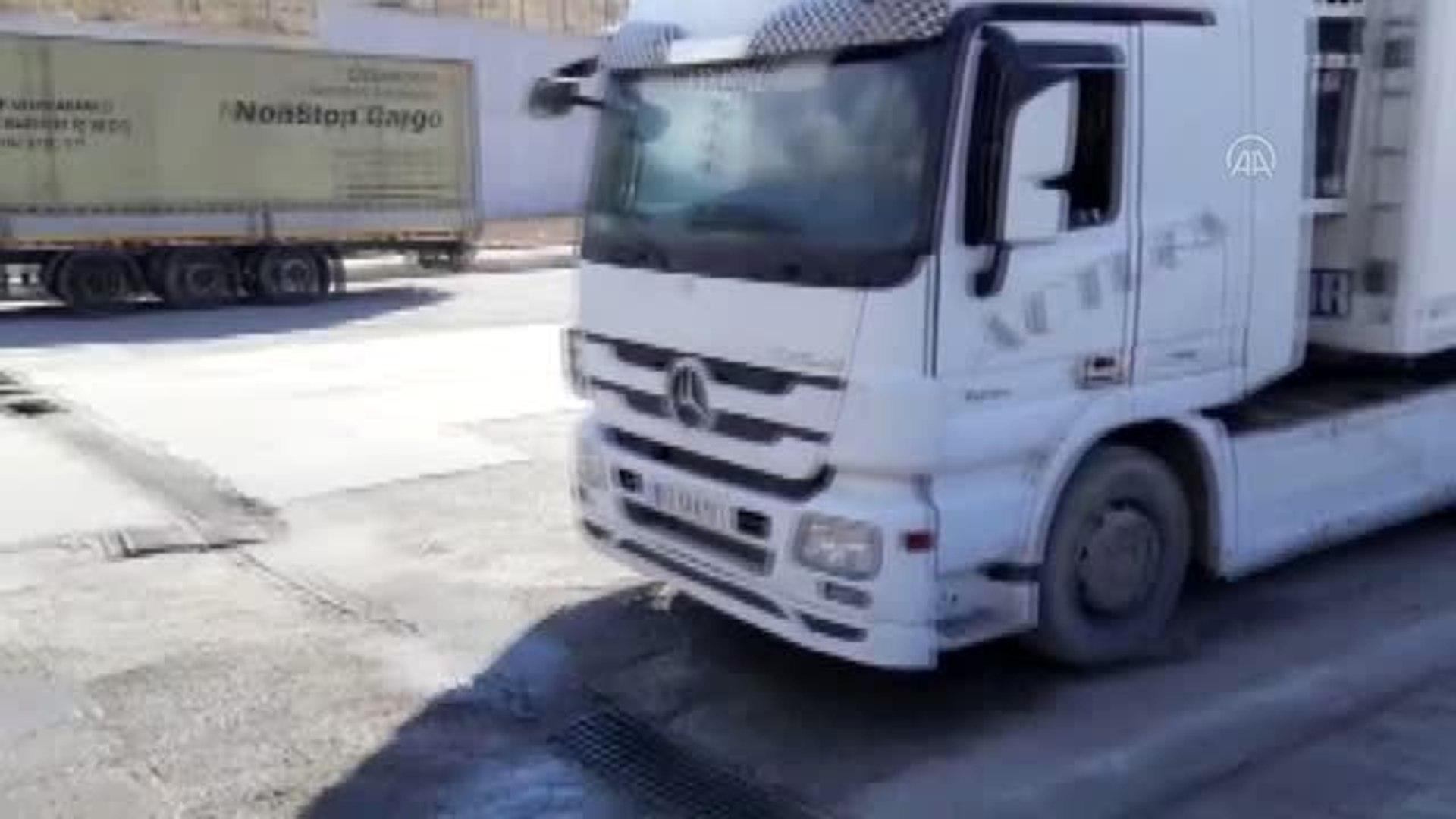 İran'dan Türkiye'ye araçlar dezenfekte edildikten sonra alınıyor