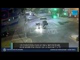 Un motociclista cruzo en rojo y terminó tirado en el asfalto tras chocar con un auto en 7 y 72