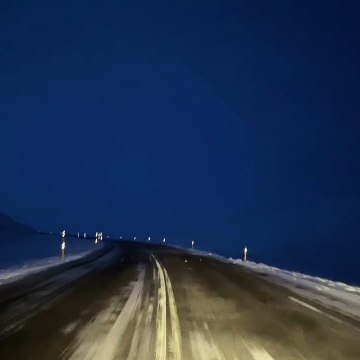 Local drives across Iceland in stunning wintery conditions