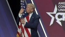 « Je t'aime, bébé » : Donald Trump exprime son amour pour le drapeau américain
