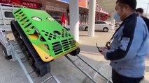 La Chine utilise un mini-tank télécommandé pour désinfecter les rues du coronavirus