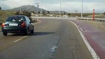 Un automobiliste va trop vite dans un virage et finit en tonneaux