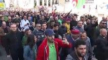 """""""Hirak"""": les Algériens défient dans la rue le pouvoir et le coronavirus"""
