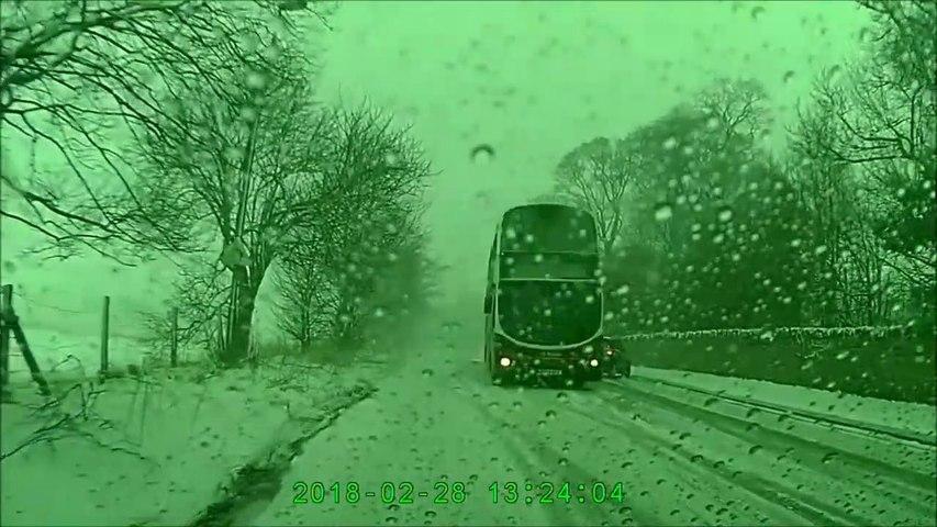 Ce conducteur de bus mérite des applaudissements pour ses réflexes incroyables