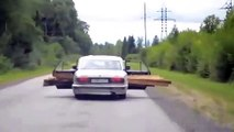 How to transport tree trunks by car ... Risky