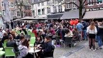 Les namurois profitent une dernière fois des terrasses de cafés de la place du marché aux légumes ( place du vieux...)