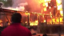 Alev alev yanan 4 katlı ahşap bina küle döndü