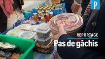 Contre le gaspillage, des restaurateurs vendent dans la rue leur stock de nourriture
