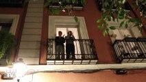 Coronavirus: en Espagne, les habitants se mettent aux fenêtres et applaudissent les personnels de santé