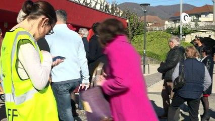 Reportage - Municipales 2020 : A Voiron, on s'est déplacé pour voter, malgré le coronavirus - Reportage - TéléGrenoble