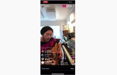 Galakkan Social Distancing Frontman Coldplay Gelar Konser Mini Dari Rumah