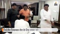 भोपाल में कांग्रेस विधायकों ने मौज-मस्ती की, बेंगलुरु में बागी विधायक गोयल ने साथियों को सुनाए गाने