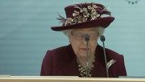 La Reina Isabel II suspende el viaje del Emperador de Japón