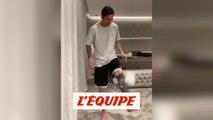 Même Lionel Messi jongle avec du papier toilette - Foot - WTF