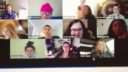 Une femme en plein conférence télétravail se filme dans les toilettes !  Fail