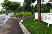 Jalan di kawasan Perumahan Gardens Sawangan Depok Sepi