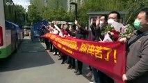 Coronavirus : des habitants de Wuhan acclament les personnels soignants à leur départ