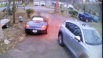 Oups, la marche arrière dans le rétroviseur de la Porsche !