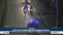 Aparat Gabungan Bubarkan Kerumunan Warga di Jakarta Utara