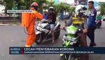 Damkar Makassar Semprotkan Desinfektan Di Sejumlah Jalan