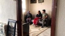 Kick boks şampiyonu Ayşe Turan köyünde odun kırarak form tutuyor