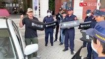 東港警配臂盾防突發事件 民眾讚「帥炸」(翻攝畫面)