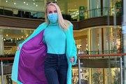 Une influenceuse utilise des masques de protection d'une drôle de façon et provoque la colère des internautes