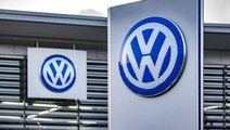 Volkswagen, koronavirüs nedeniyle sosyal mesafeye dikkat çekmek için logosunu ayırdı