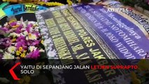 Karangan Bunga Berjajar di Sepanjang Jalan Rumah Duka Ibunda Jokowi