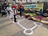इंदौर में भी बनाए गए सोशल डिस्टेंस मेंटेन रखने के निशान